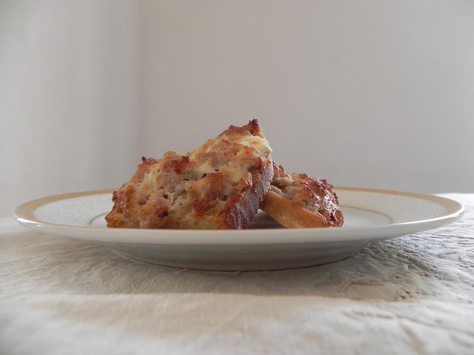 Cucina dietetica per il portafoglio crostini salsiccia e - Rivestimenti alternativi cucina ...