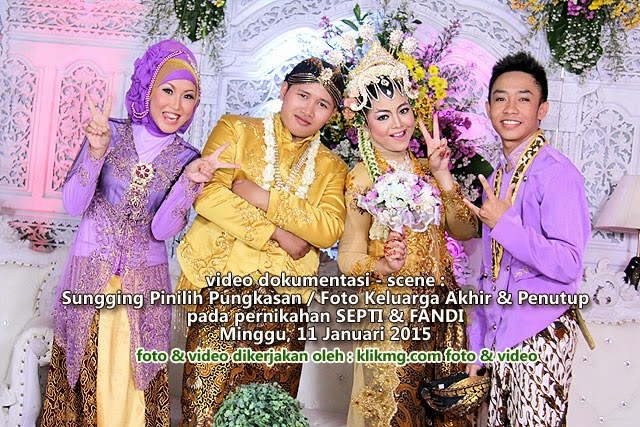 Video Dokumentasi Wedding Septi & Fandi : Sesi Foto Keluarga / Sungging Pinilih Kluargo | Foto & Video dikerjakan oleh : Klikmg Foto & Video | Tata Rias, Dekorasi dan Busana dikerjakan oleh : Tunjung Biru Wedding Organizer Purwokerto