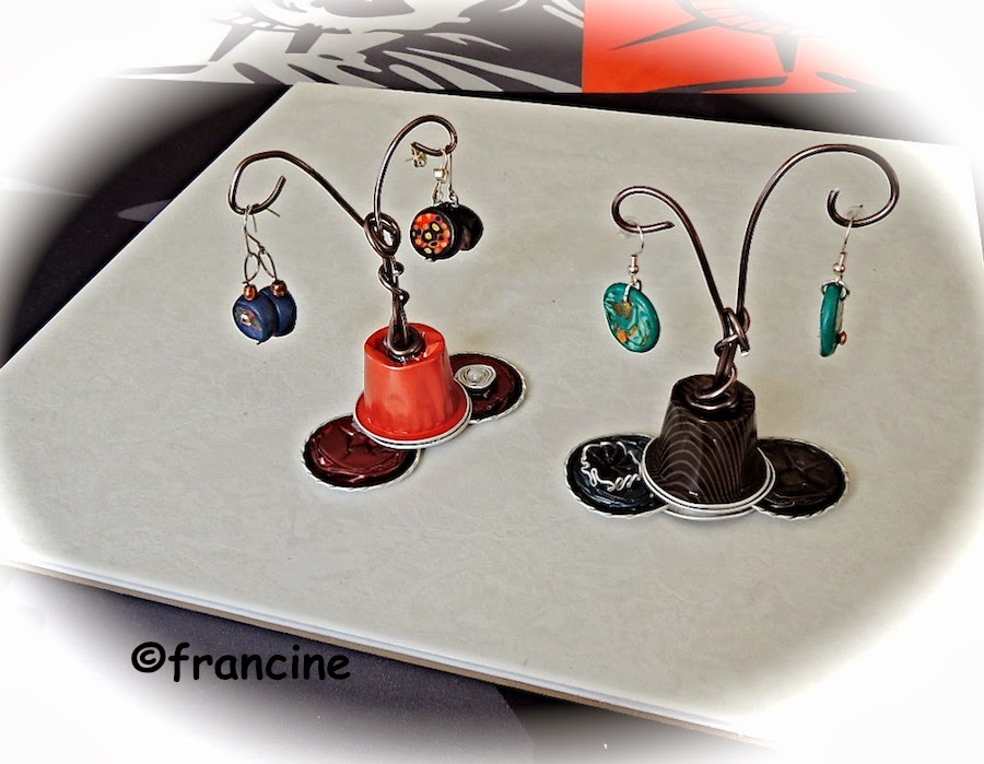francine bricole petits pr sentoirs capsules nespresso pour boucles d 39 oreilles. Black Bedroom Furniture Sets. Home Design Ideas