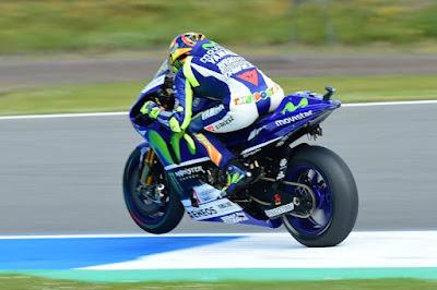 Lorenzo Keluhkan Ban, Rossi: Ah! Semuanya Sama Saja