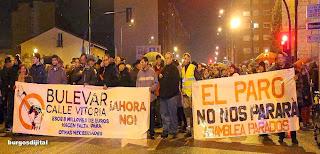 http://www.publico.es/495007/los-vecinos-de-gamonal-deciden-en-asamblea-continuar-paralizando-las-obras-del-bulevar