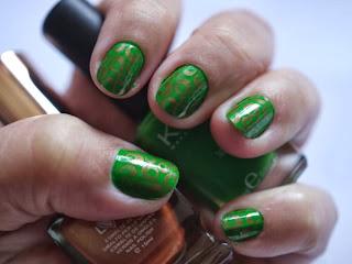 Manicura Verde Con Estampación