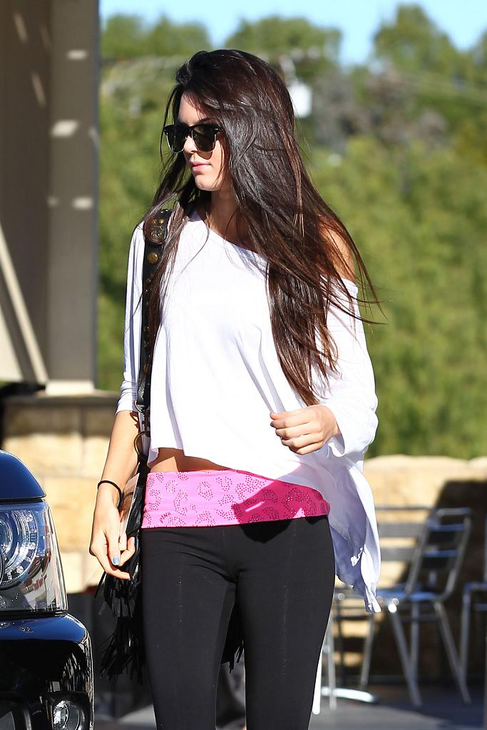 Kendall Jenner spotted shopping in Calabasas