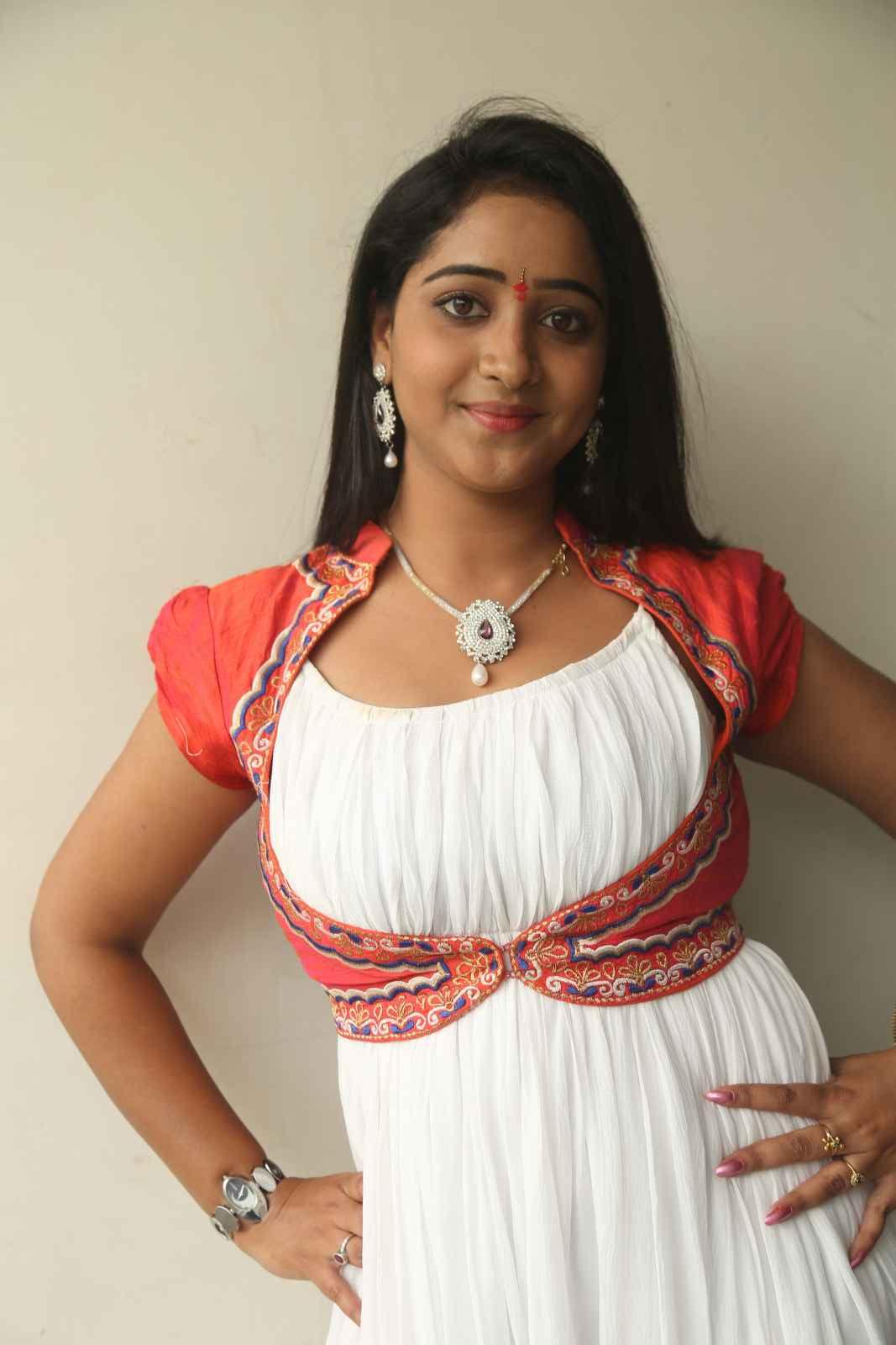 Aishwarya Mounam Launch-HQ-Photo-1