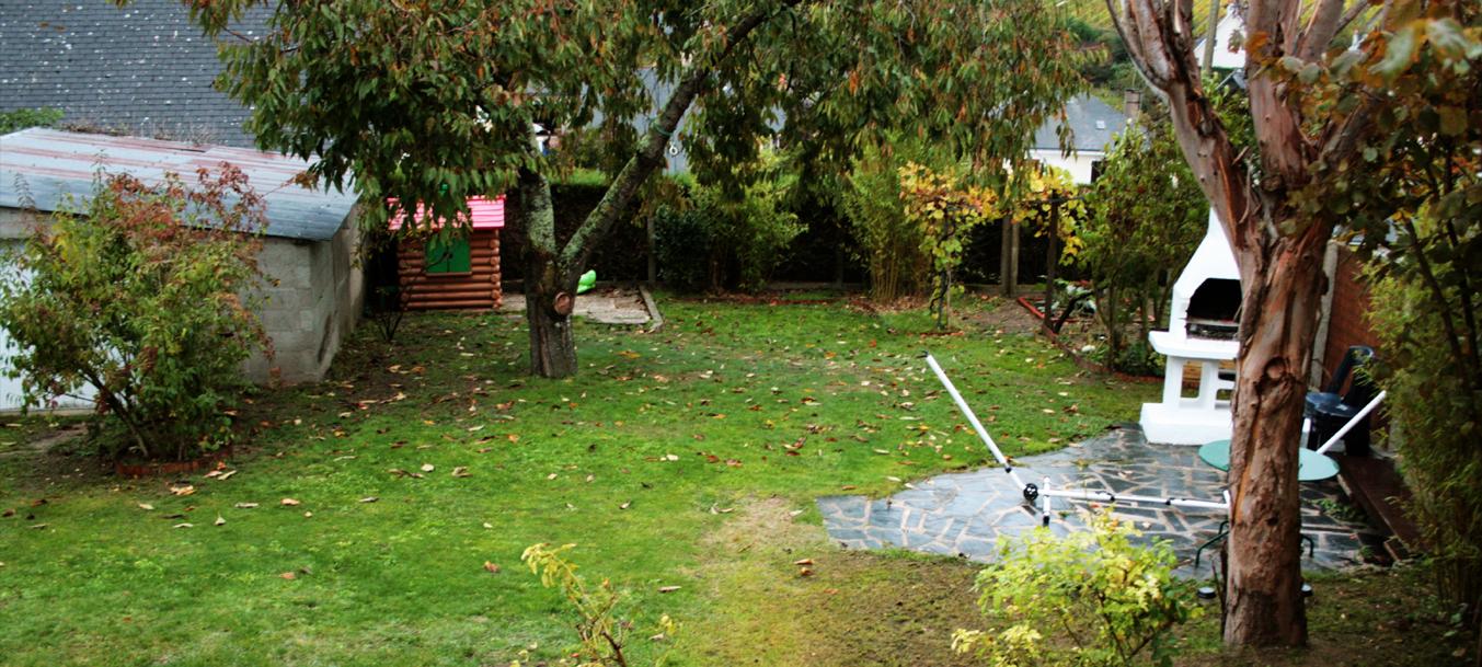 La maison de saumur vue arriere le jardin arbore - Par vue de jardin ...
