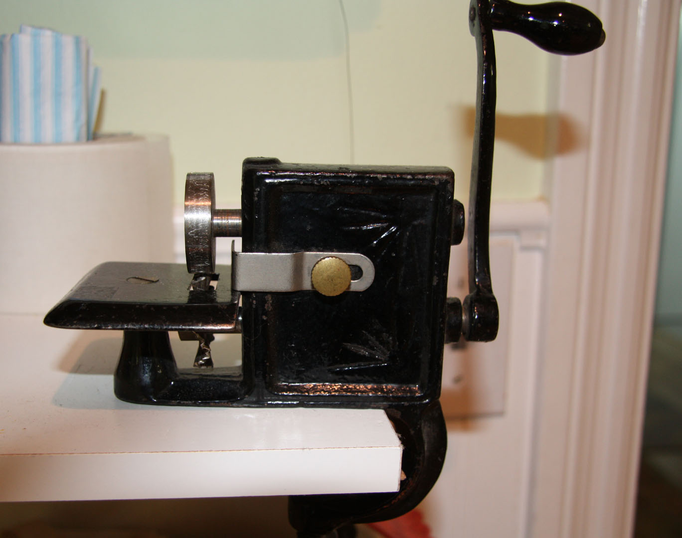 antique pinking machine