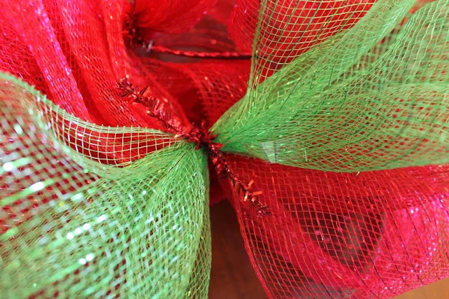 how to add second color to mesh wreath