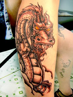 Fotos de tatuagens femininas na perna com dragão