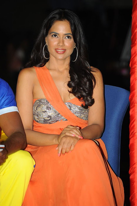 sameera reddy new , sameera reddy at ccl curtain raiser cute stills