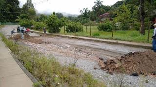 AMAPOSSE e moradores consertam estrada de acesso a localidade de Campo Grande- Posse