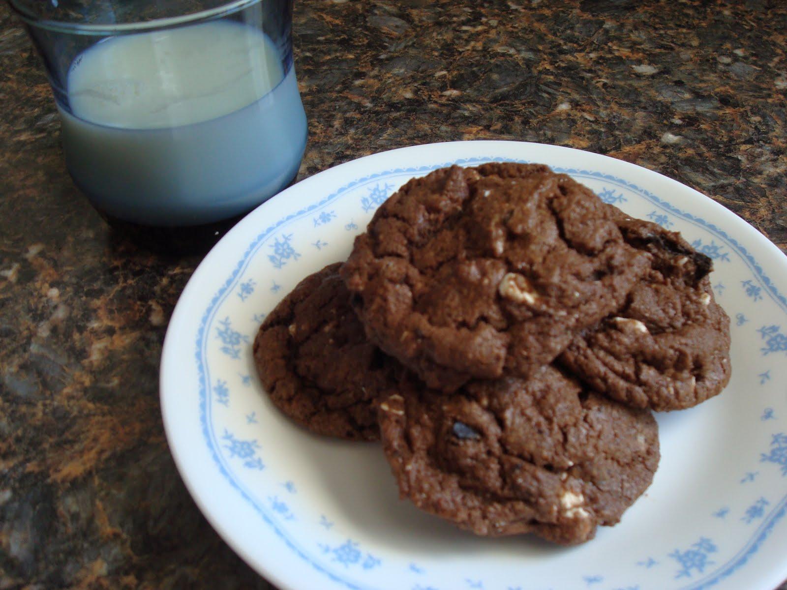 Make lemonade and more!: Triple Chocolate Oreo Chunk Cookies