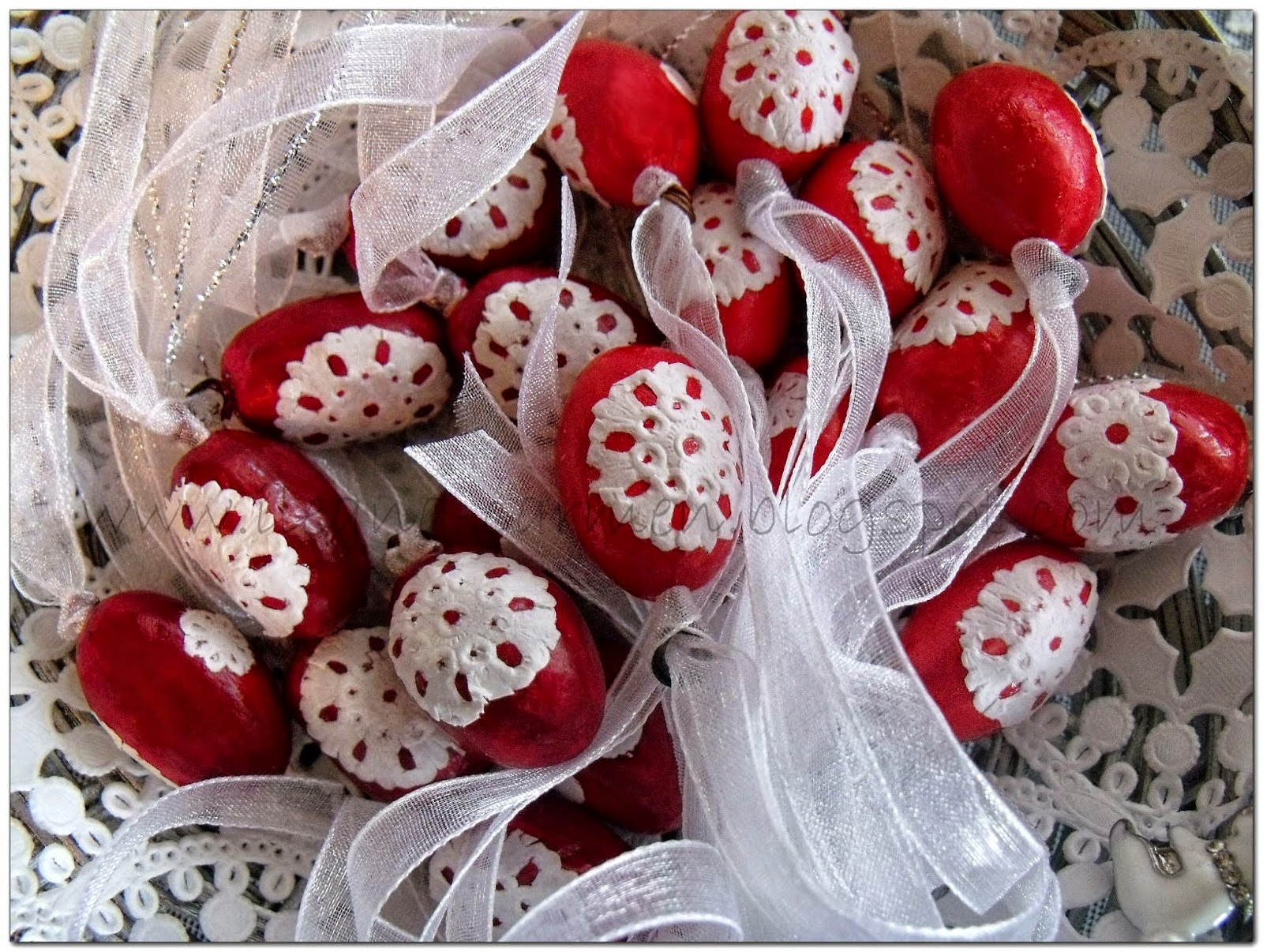 http://ileana-carmen.blogspot.ro/2015/03/tutorial-easter-eggs-from-polymer-clay.html