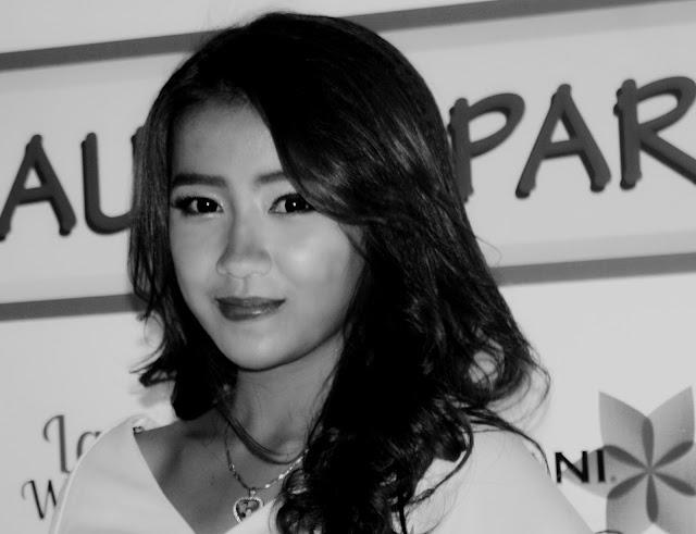 Cliché d'un joli visage khmer pris lors d'une soirée Tiger Média.
