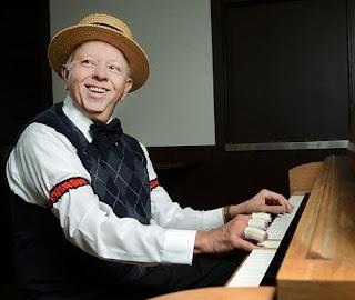 πιανίστας στο μπαρ