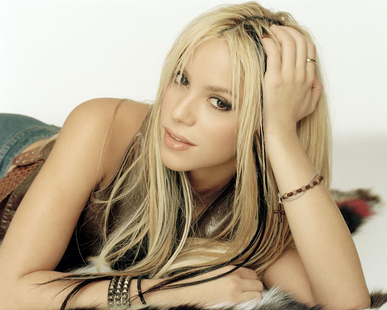 http://4.bp.blogspot.com/-Yi6QM_cF3T4/Tkc5ney976I/AAAAAAAABgo/7kHMTxIO8eQ/s1600/Shakira+%25281%2529.jpg