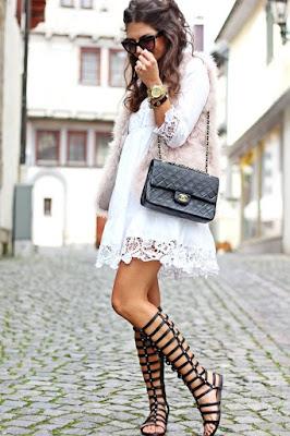 sandalia gladiadora vestido curto