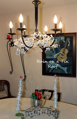 Thrifty Christmas Decorations {rainonatinroof.com} #christmas #thrifty #frugal #decorations