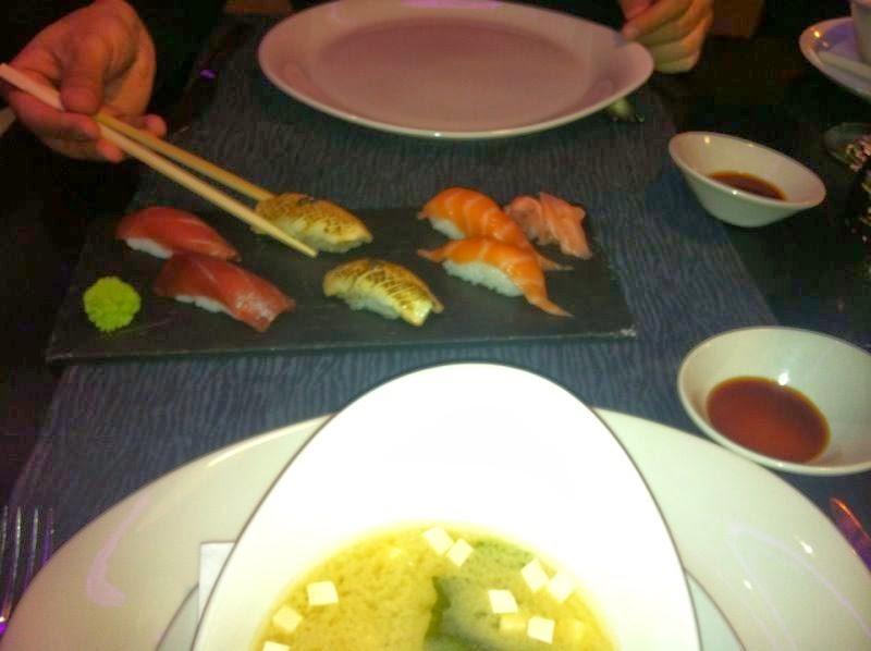 Sopa miso y sushi en Mütte, Sanchinarro, Madrid
