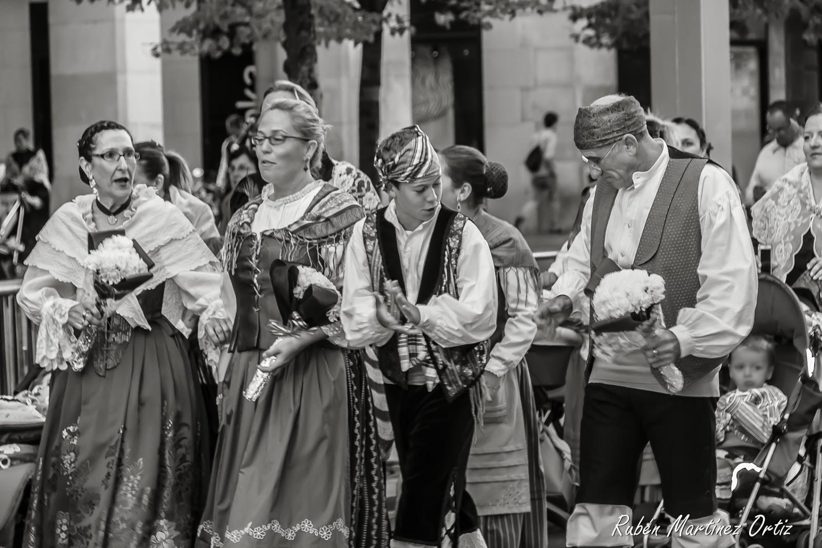 Fiestas del pilar 2015: ofrenda floral a la virgen — idealista  - Fotos Ofrenda De Flores Zaragoza 2013
