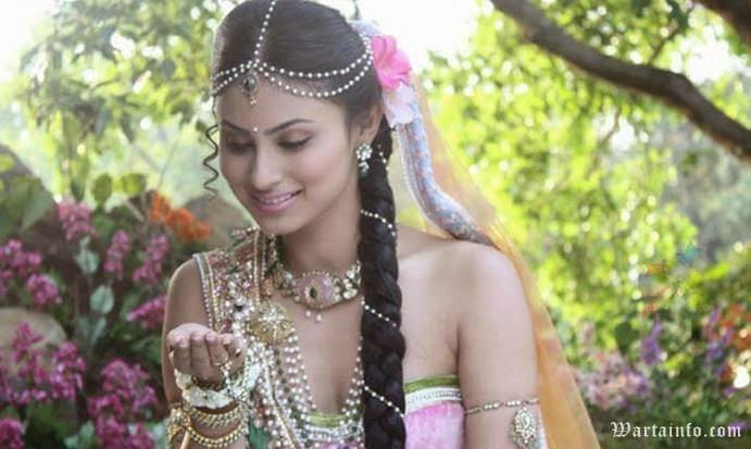 Foto Terbaru Mouni Roy Artis Pemeran Dewi Sati Dalam Mahadewa ANTV