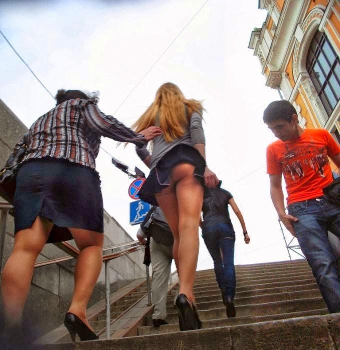 Фото девушек сзади в миниюбке фото 620-966