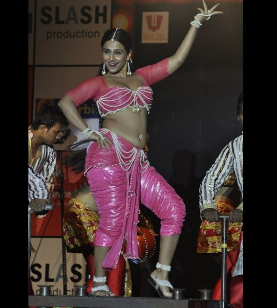 vidya balan performed live on
