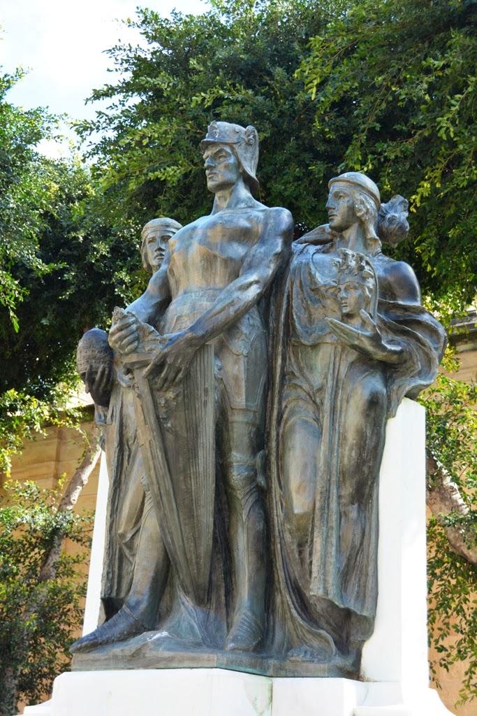 Statues Valletta