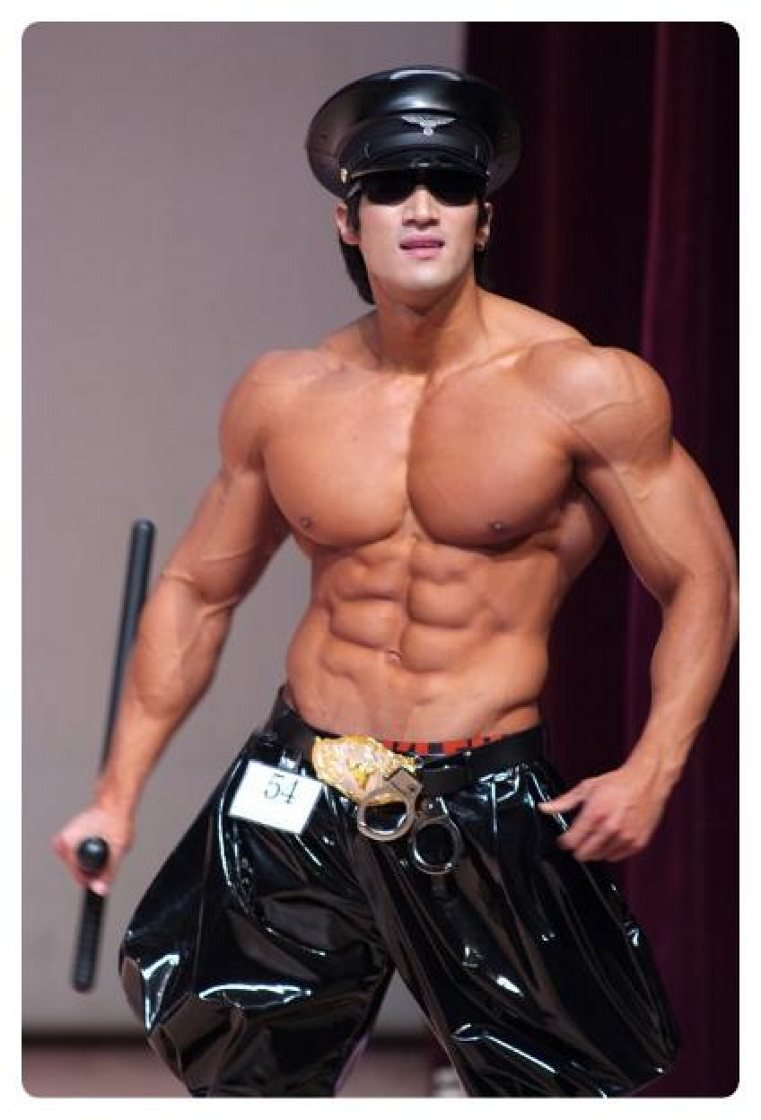 Korean muscle: Hwang Chul Soon