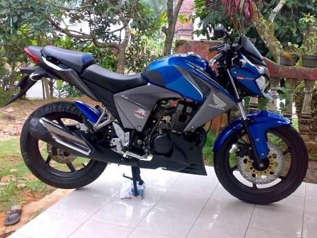 Modifikasi Honda New Megapro Biru minimalis