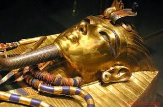 Caixão mais íntimo do rei Tutanhkamun.