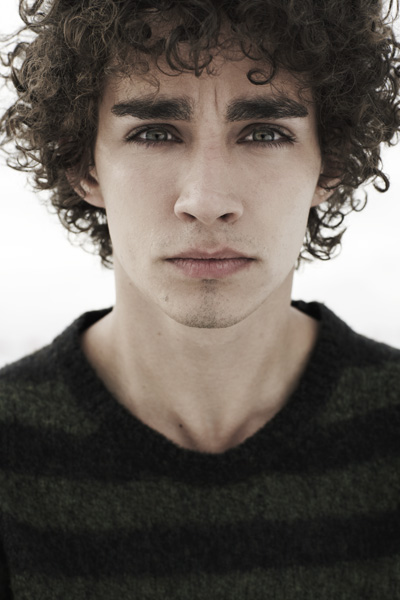 Robert Sheehan - Photo Gallery