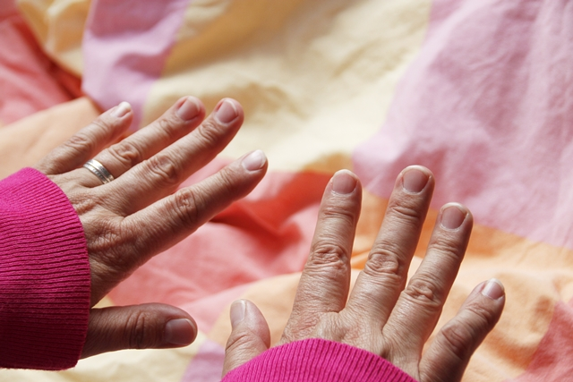 vain kaksi kättä