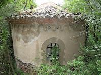 L'absis semicircular de la capella de Sant Jacint del mas Bussanya