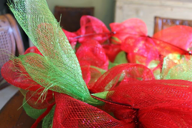 how to finish off mesh wreath