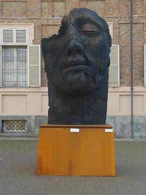 scultura Teseo Screpolato di Mitoraj