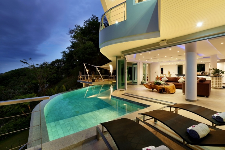 Swimming pool of Modern Villa Beyond in Phuket at night
