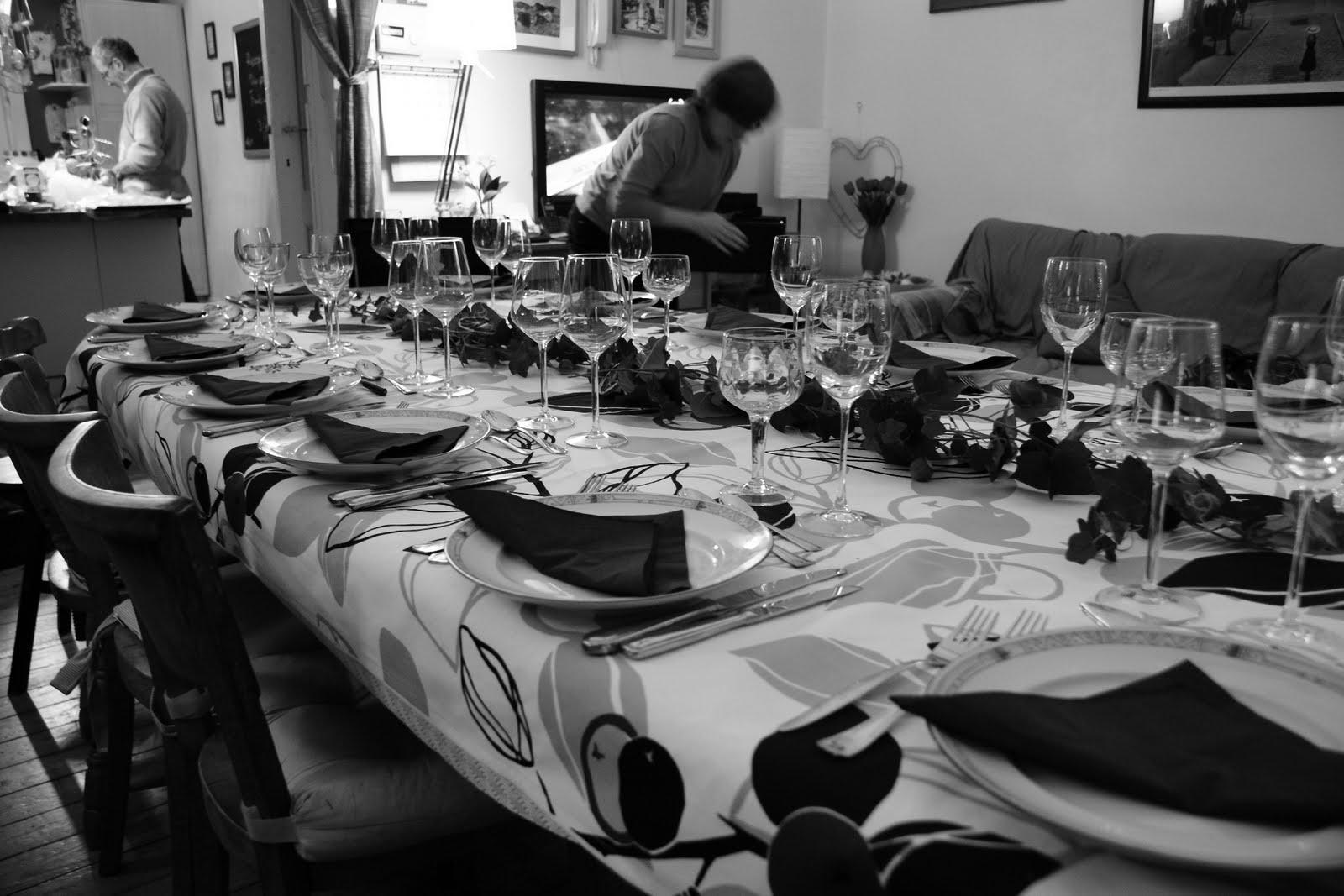 Casseroles couteaux cuisine recettes plaisir la table lors d 39 une t - Monter une table d hote ...