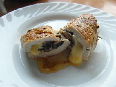 Kieszonki z kurczaka faszerowane pieczarkami i serem żółtym