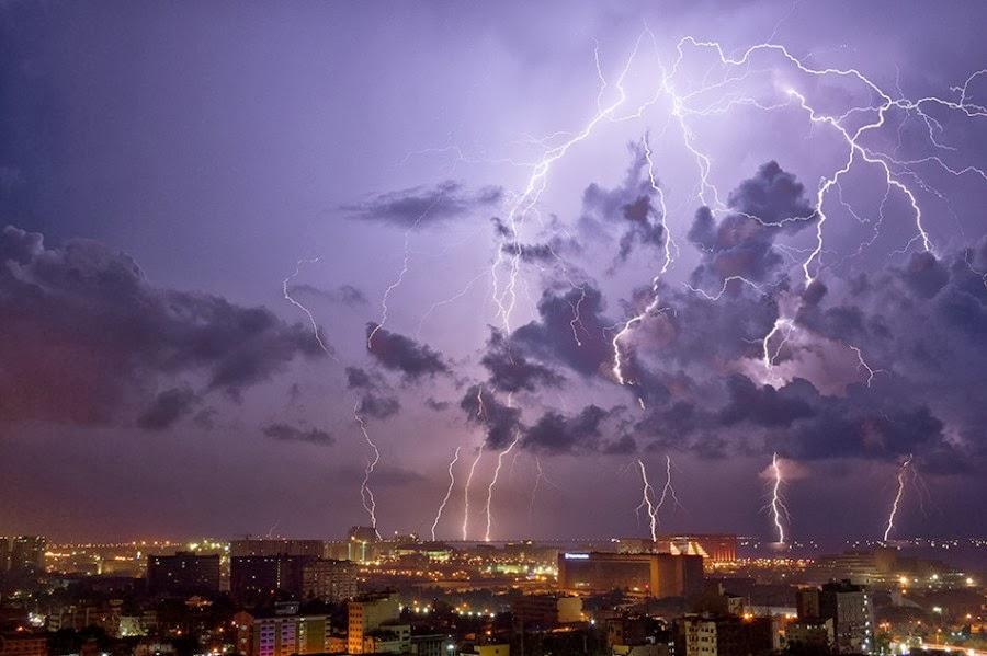 Bienvenidos al nuevo foro de apoyo a Noe #272 / 03.07.15 ~ 09.07.15 - Página 4 Intensa+tormenta+electrica+sobre+Pasay+en+las+Islas+Filipinas,+con+una+exposicion+de+5+seg