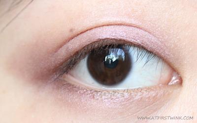 romantic eye look with the Bourjois Smokey eyes - 05 Rose Vintage