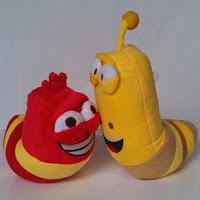 Boneka lucu berupa karakter animasi Larva.