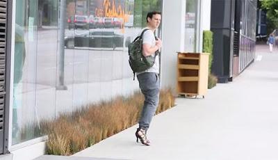 Lelaki pakai kasut tumit tinggi