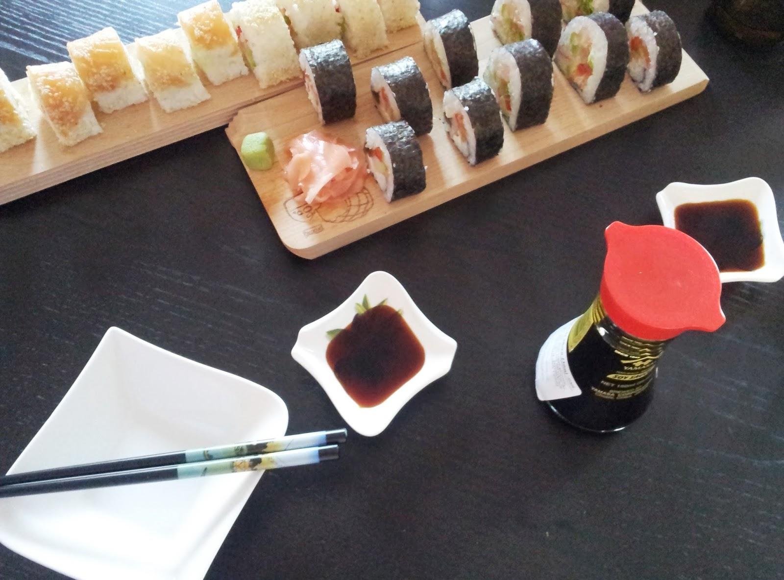 sushi sos sojowy pałeczki