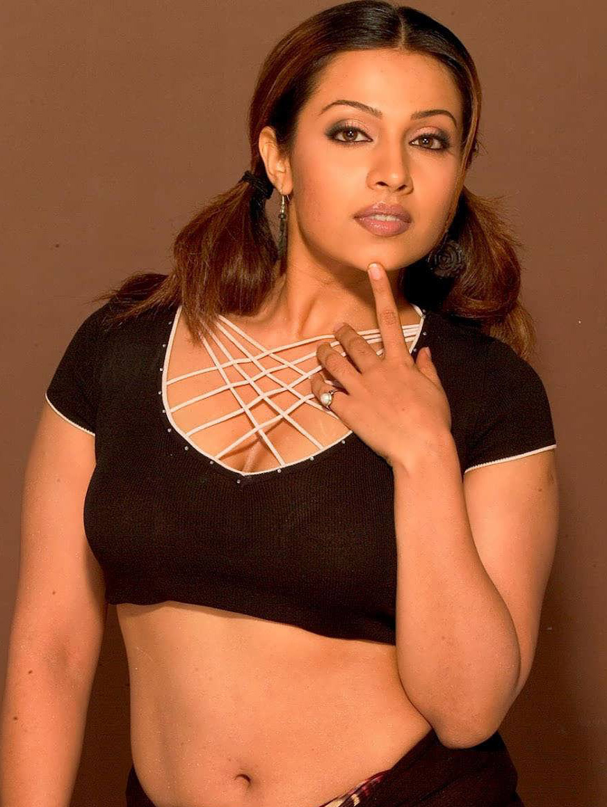 Telugumovieclub Asha Saini Latest Photos