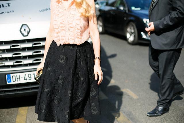Para ir a lo oficina ¿qué me pongo? falda negra y camisa especial de color