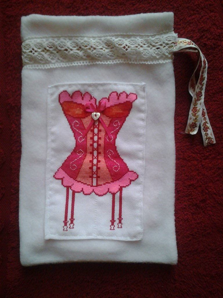 Вышивка на мешочек для белья 82