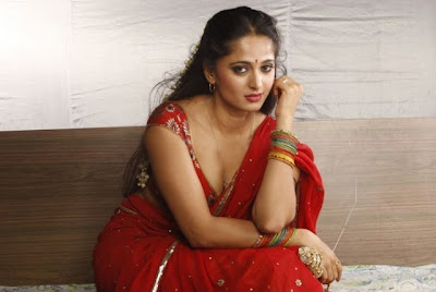 Anushka Hot Red Saree in Vaanam Photos