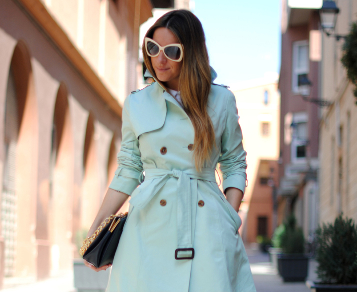 Queen's Wardrobe mint color trench by the fashion blogger Mónica Sors 2012