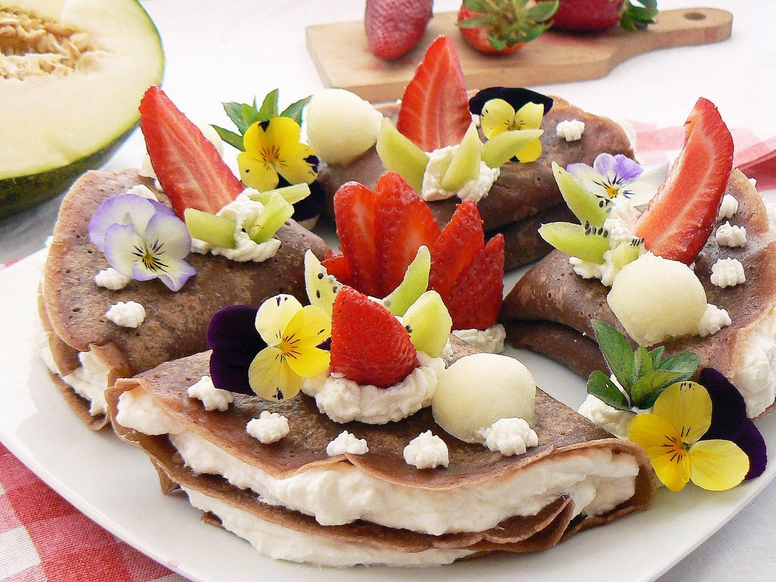 Bratek, stokrotka i fiołek na talerzu na wiosnę
