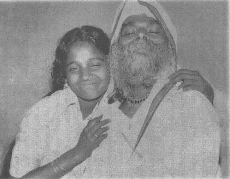 HINDU CULTURE: Sri SivaPrabhakara siddhayogi with Amma